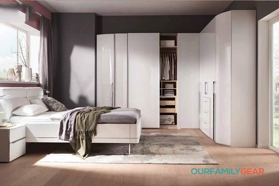 how to arrange bedroom furniture with windows,